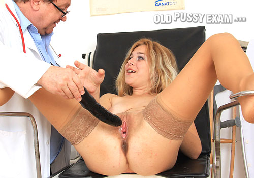 ope pic karen blogs Mature Flash Blog Spot   Black rubber cock in Karen's vagina during a amateur mom cooter exam StraponedMoms   Free Movie Gallery